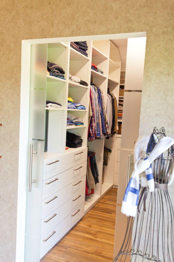 begehbarer kleiderschrank mit glasschiebet re und viel stauraum k chenhaus thiemann overath. Black Bedroom Furniture Sets. Home Design Ideas