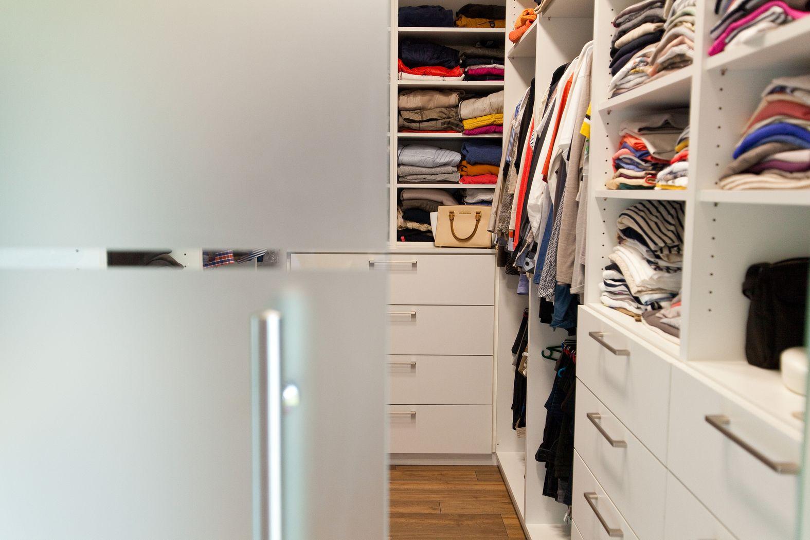 begehbarer kleiderschrank stars. Black Bedroom Furniture Sets. Home Design Ideas
