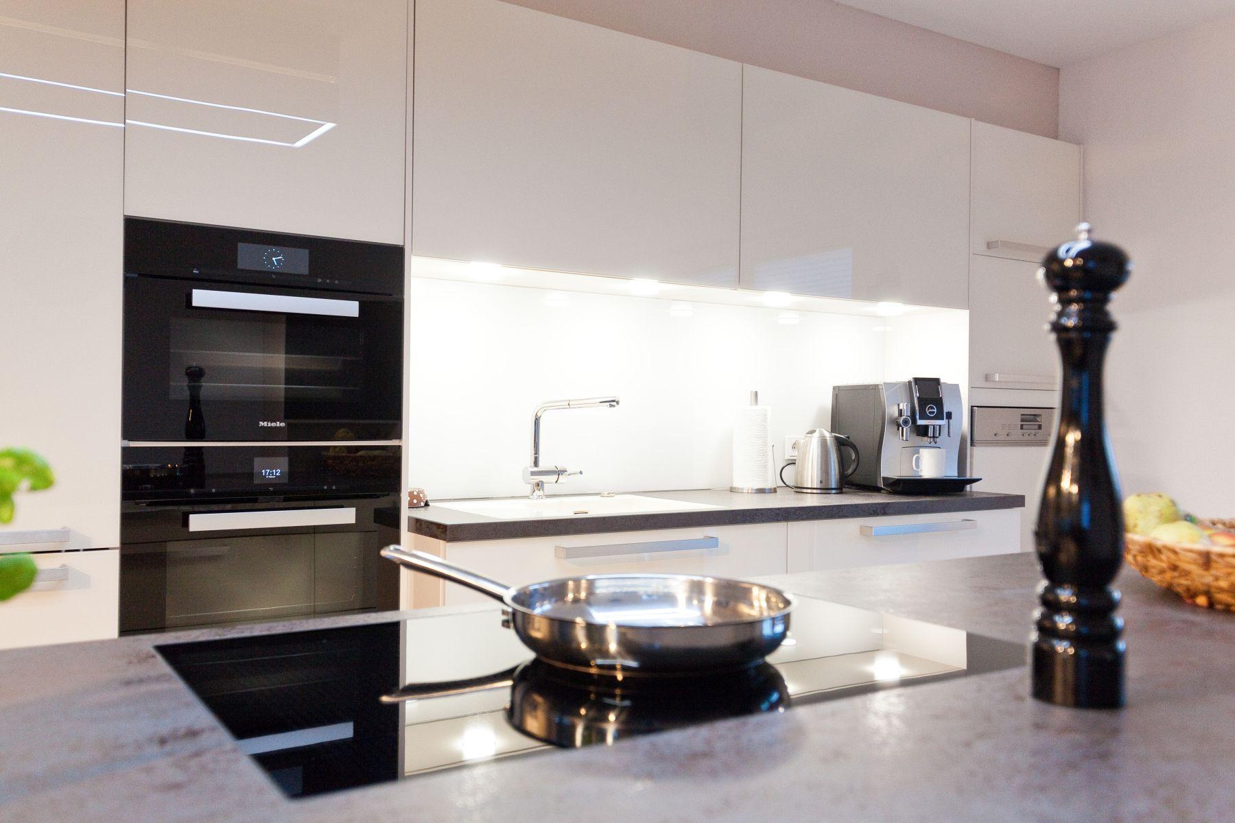 berbel skyline ber k cheninsel in heller gro er k che mit. Black Bedroom Furniture Sets. Home Design Ideas