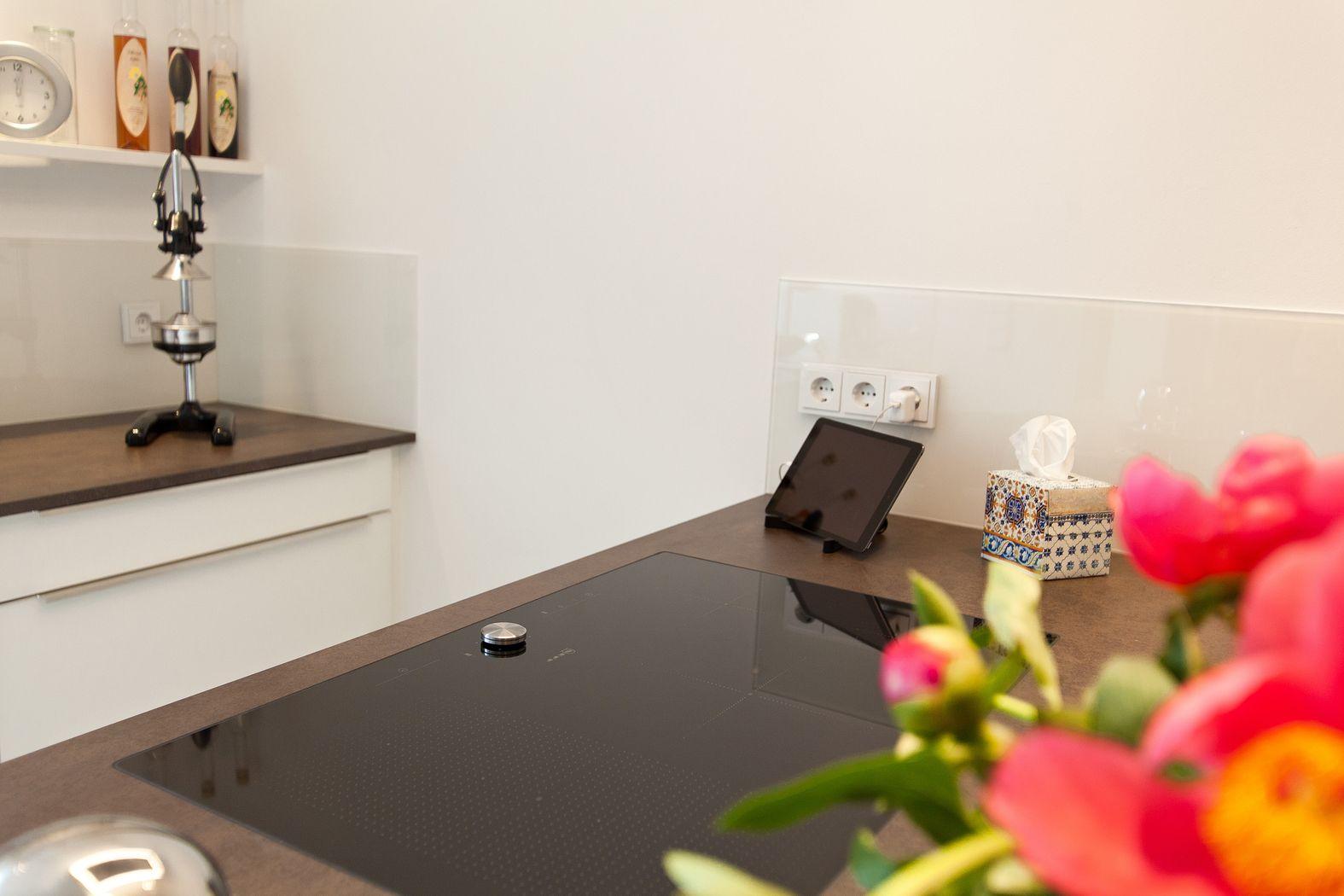 design k che mit kochinsel keramikarbeitsplatte und berbel skyline dunstabzug k chenhaus. Black Bedroom Furniture Sets. Home Design Ideas