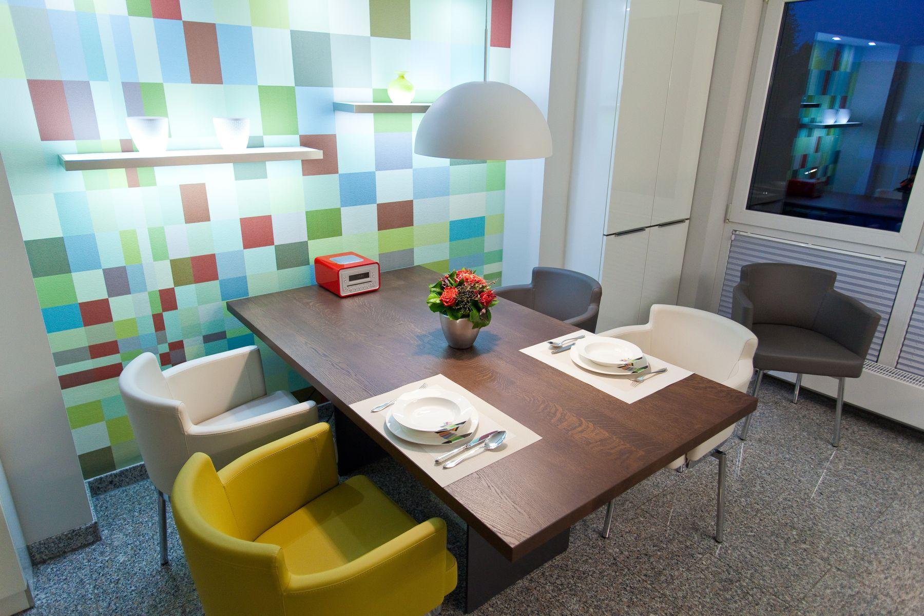 Design küche in weiß mit küchenblock, granit arbeitsplatte, berbel ...