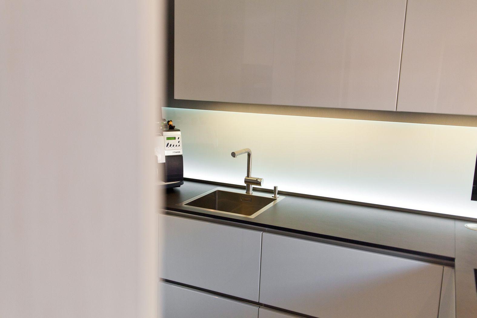 einbausp len aus naturstein keramik edelstahl oder kunststoff k chenhaus thiemann. Black Bedroom Furniture Sets. Home Design Ideas