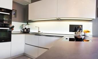 Nett Unterbau Fernseher Küche Bilder >> Fernseher Fur Die Kuche ...
