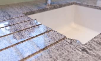 granit-naturstein-waschbecken-kueche
