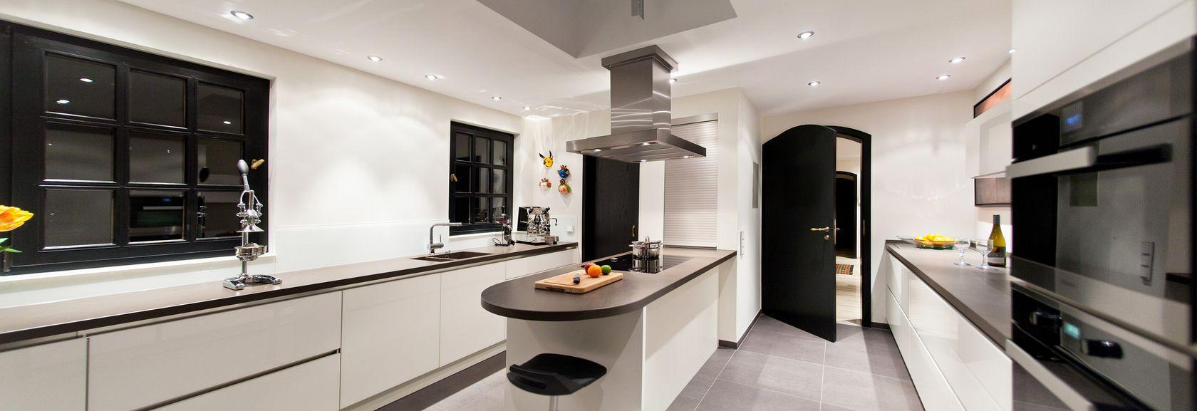 Grifflos, weiß und großzügig – Grauwacke Küche exlusiv ...
