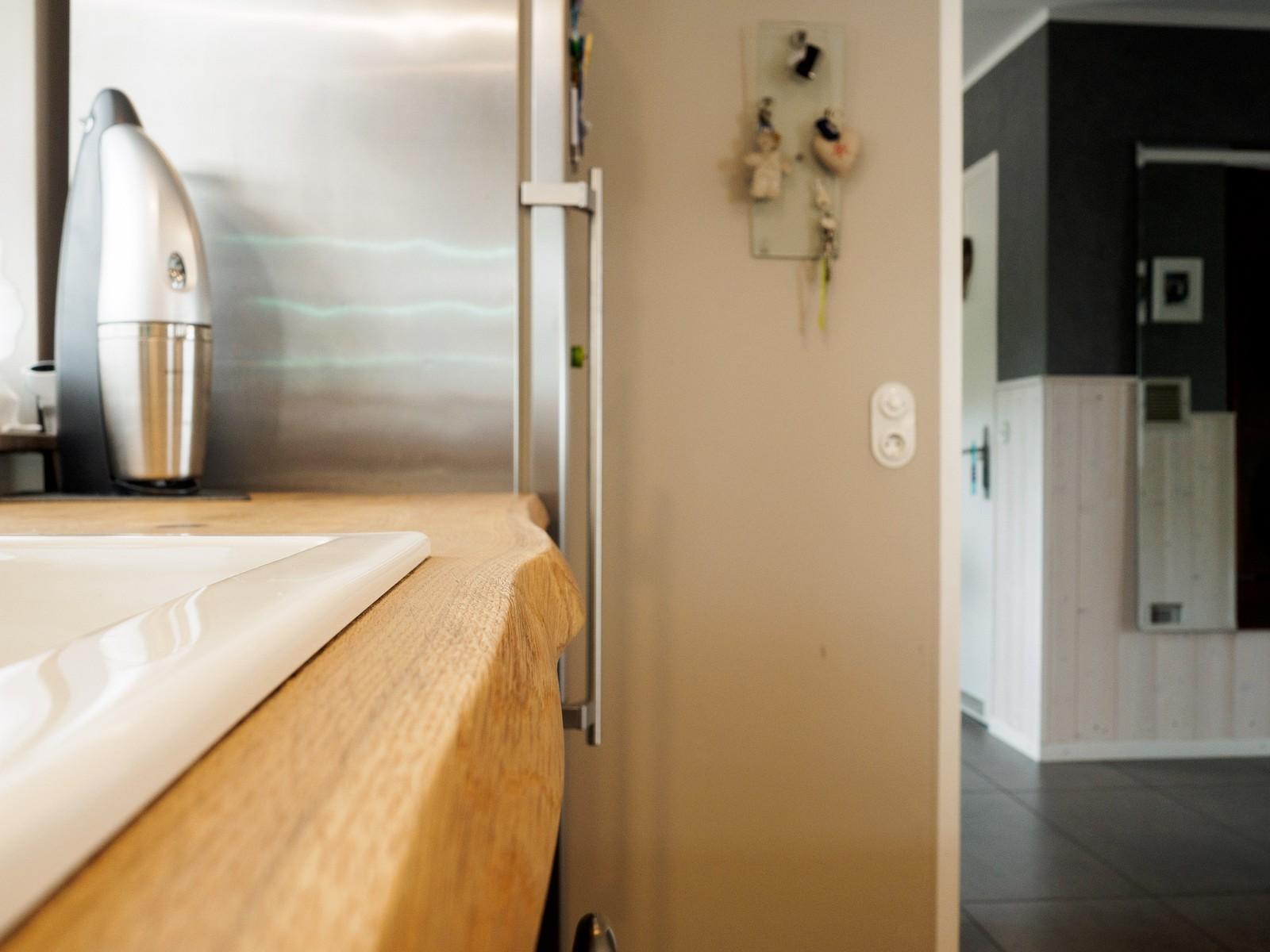 h cker k che eiche massiv in schwarz und wei. Black Bedroom Furniture Sets. Home Design Ideas