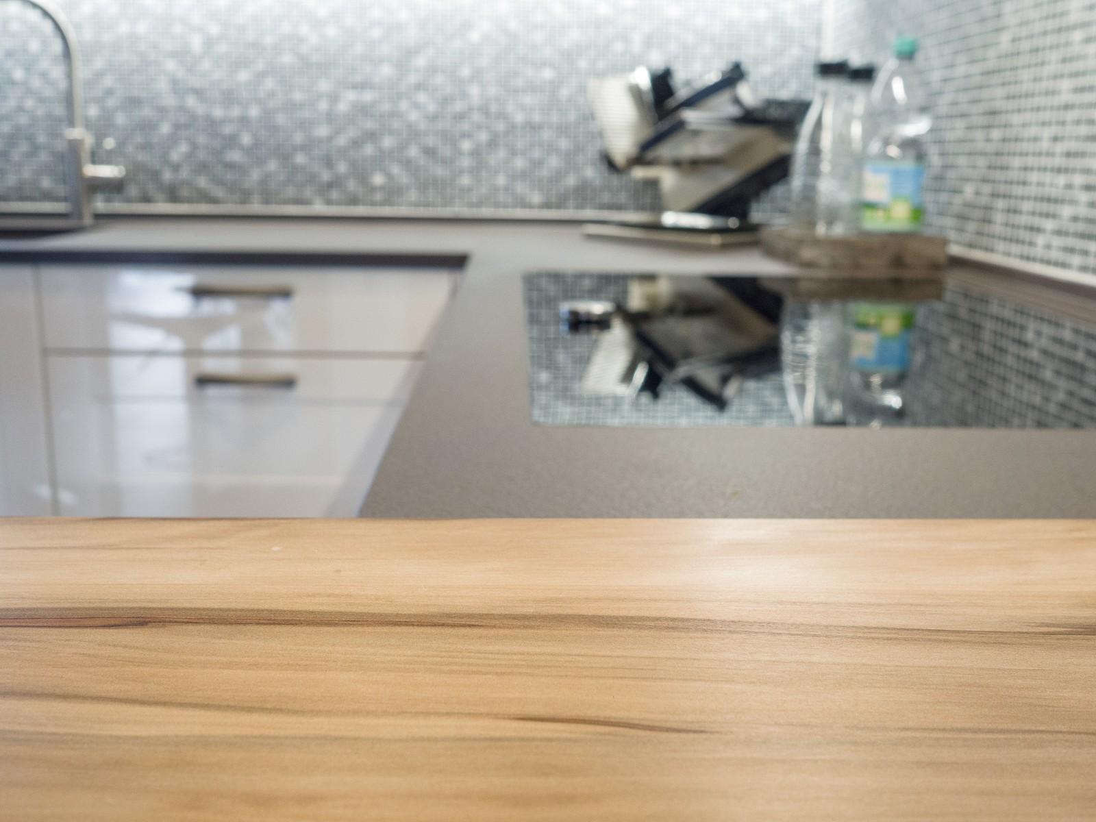 Haecker Systemat Kueche Hochglanz Weiss Mit Marmortex Arbeitsplatte Theke Regal Massiv Neff Kochfeld Berbel Haube Quooker Kochendwasserhahn 8