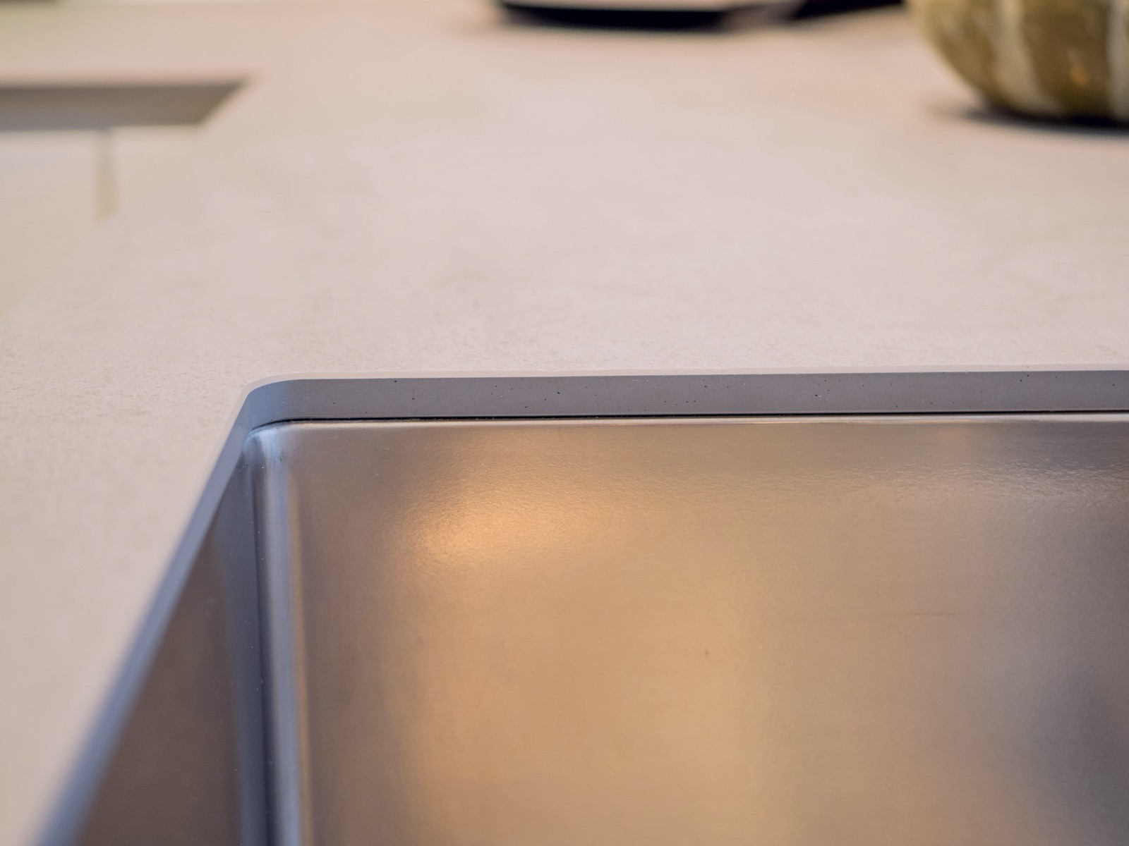 Helle Grifflose Kueche Lack Matt Weiss Keramikarbeitsplatte Miele Elektrogeraeten Bora Classic Muldenluefter 8
