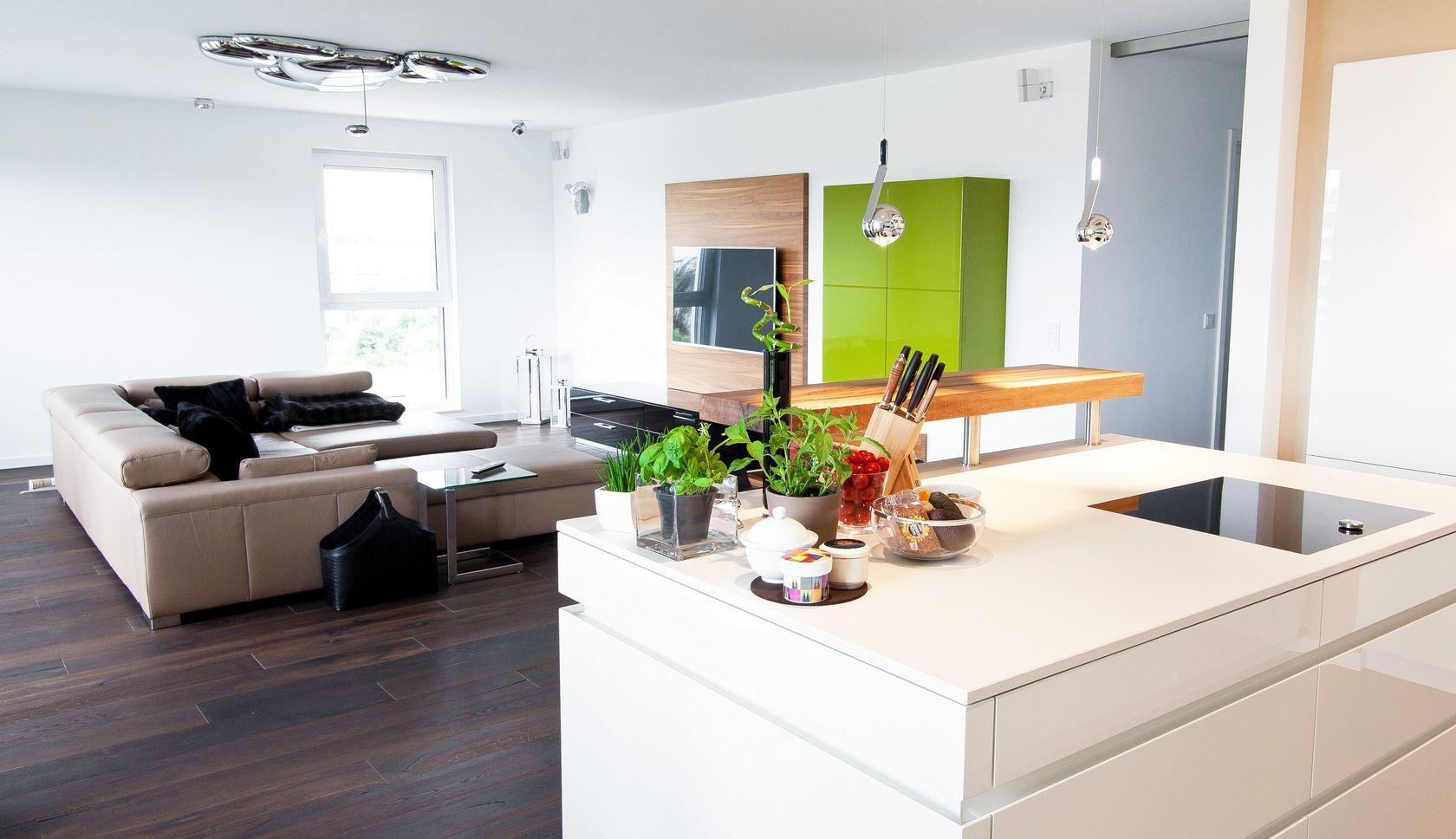 Küchentraum kochinsel küchentraum in hochglanz weiß mit theke und modernster