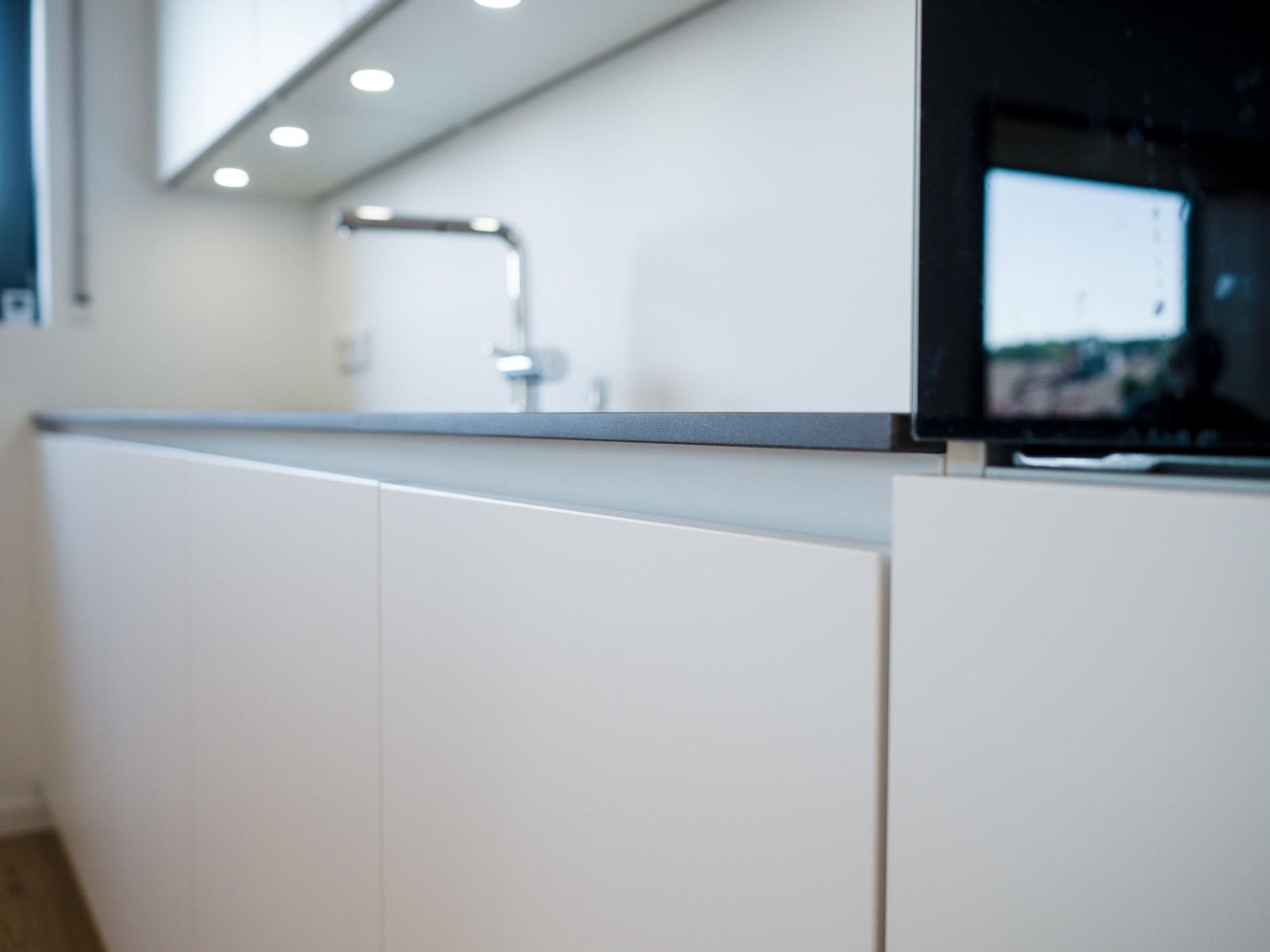 Großzügig Schwarze Küche Insel Wagen Mit Granitplatte Fotos - Küchen ...