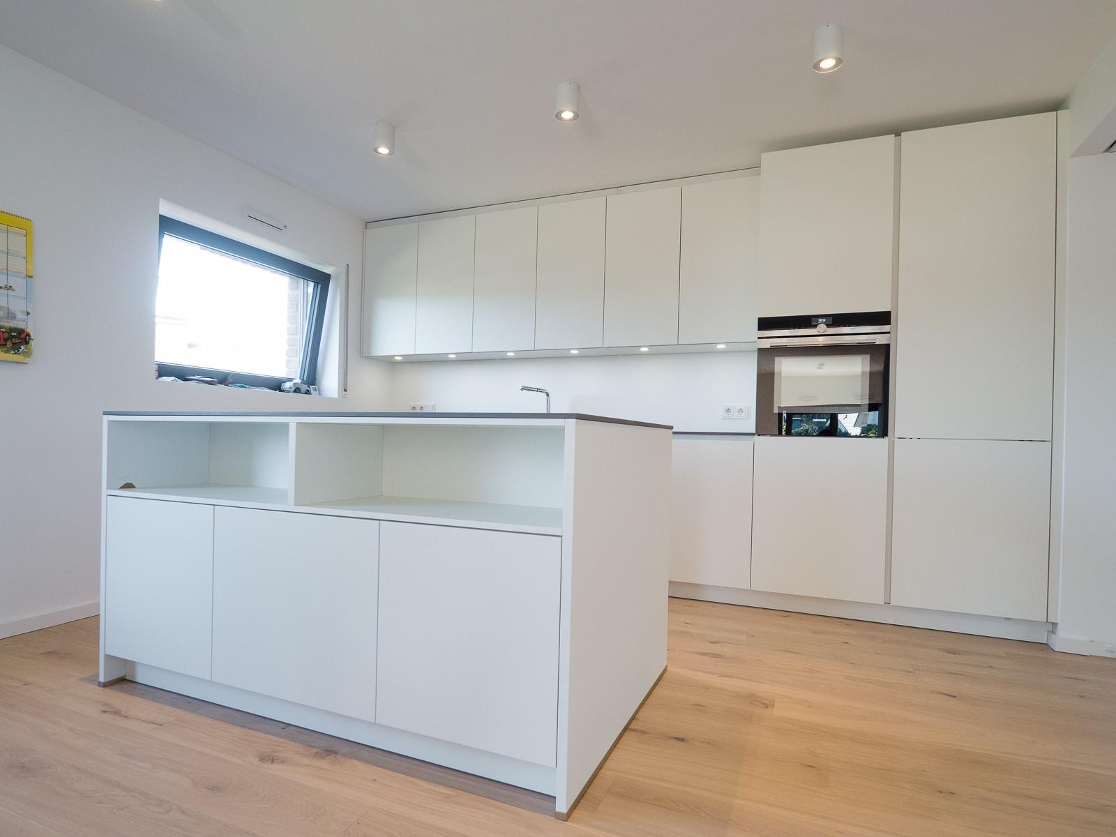 granit arbeitsplatte kochinsel. Black Bedroom Furniture Sets. Home Design Ideas