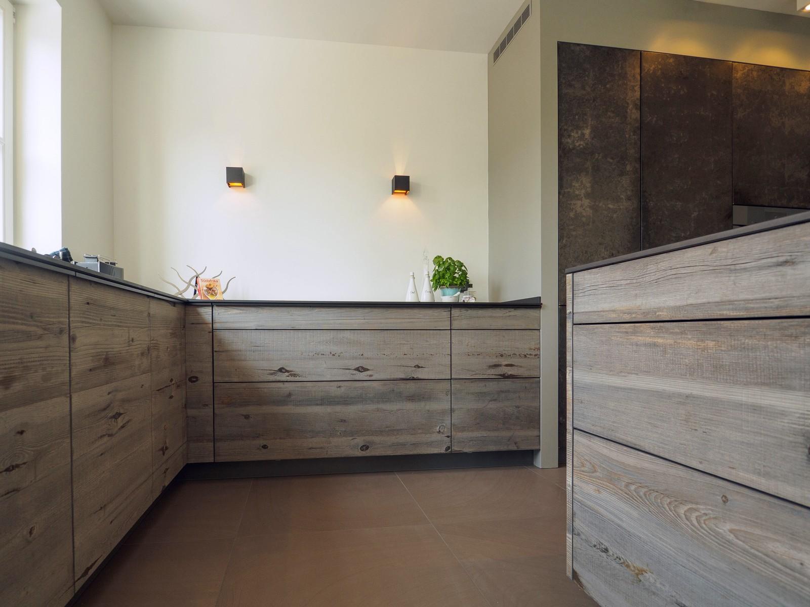 Kueche Exklusiv Design Fronten Holz Furnier Sonnenverbrannt Stahl Keramik Arbeitsplatte Miele 13