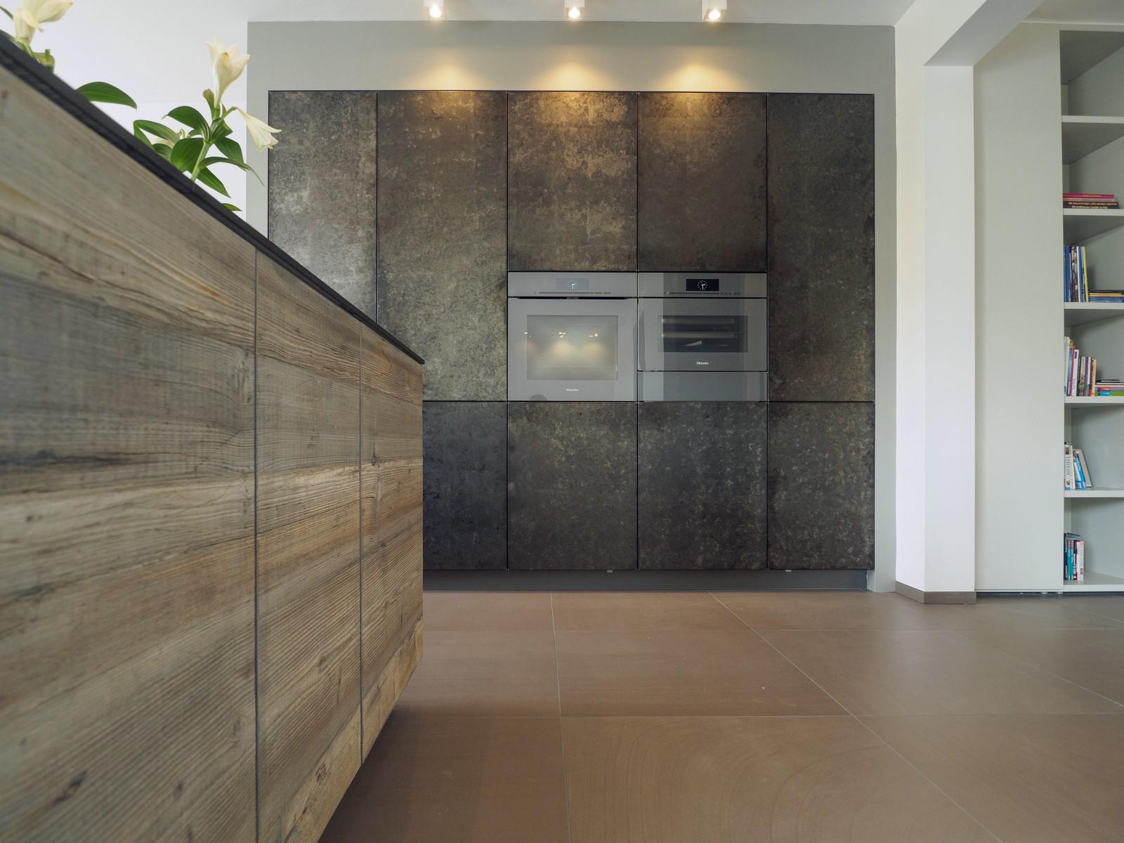 Kueche Exklusiv Design Fronten Holz Furnier Sonnenverbrannt Stahl Keramik Arbeitsplatte Miele 14