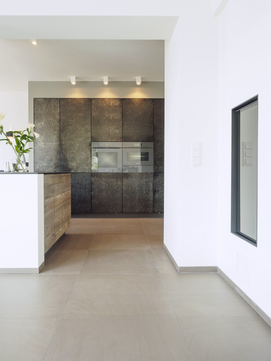 Kueche Exklusiv Design Fronten Holz Furnier Sonnenverbrannt Stahl Keramik Arbeitsplatte Miele 18