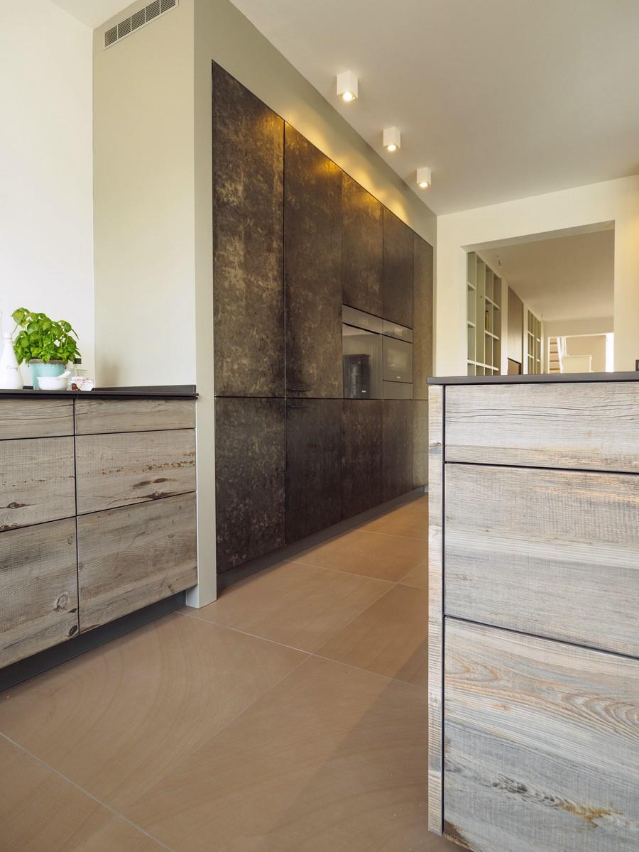Kueche Exklusiv Design Fronten Holz Furnier Sonnenverbrannt Stahl Keramik Arbeitsplatte Miele 20
