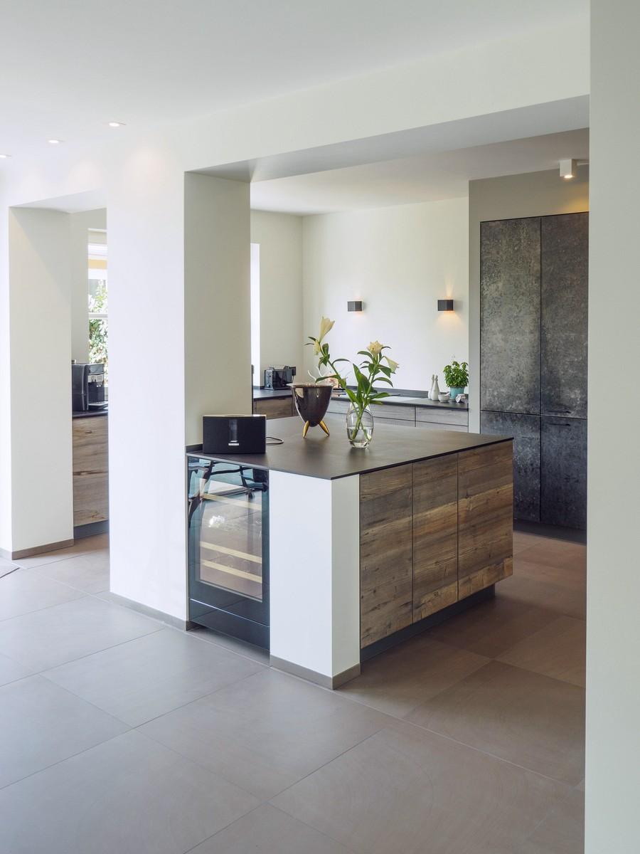 Kueche Exklusiv Design Fronten Holz Furnier Sonnenverbrannt Stahl Keramik Arbeitsplatte Miele 25