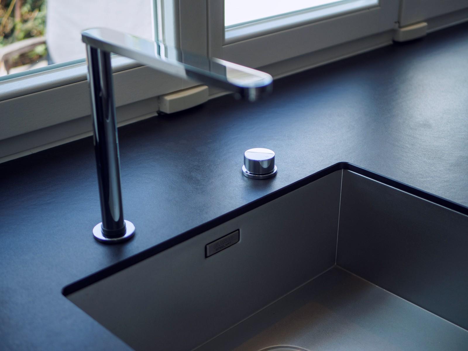 Kueche Exklusiv Design Fronten Holz Furnier Sonnenverbrannt Stahl Keramik Arbeitsplatte Miele 27