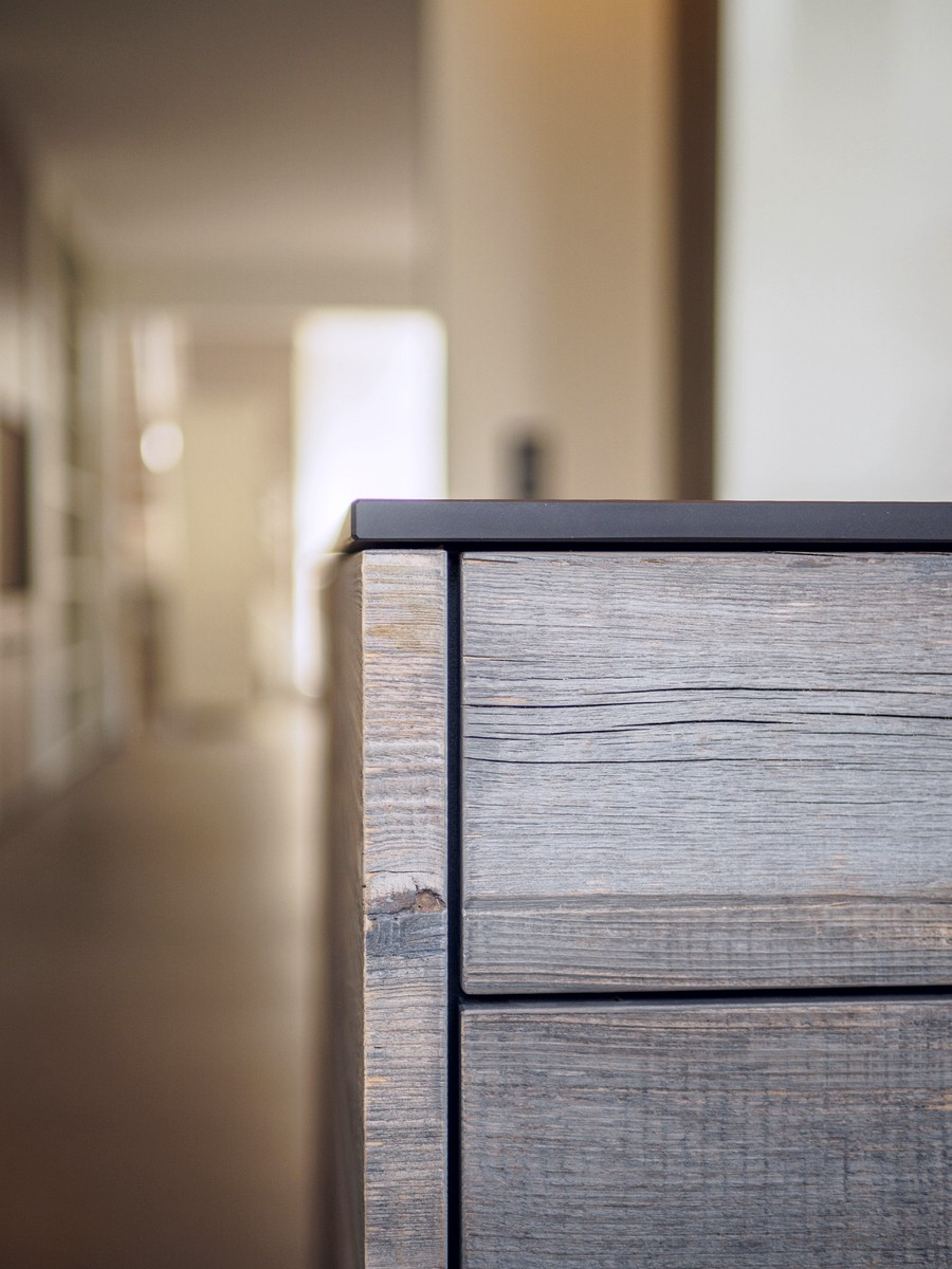 Kueche Exklusiv Design Fronten Holz Furnier Sonnenverbrannt Stahl Keramik Arbeitsplatte Miele 31