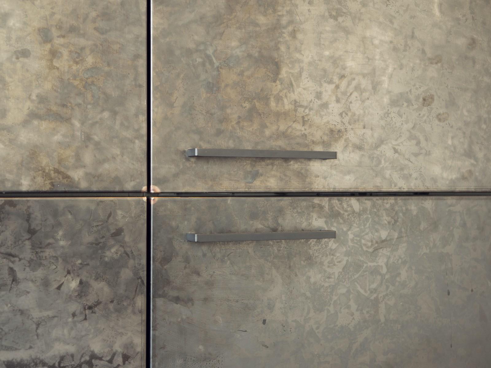 Kueche Exklusiv Design Fronten Holz Furnier Sonnenverbrannt Stahl Keramik Arbeitsplatte Miele 33