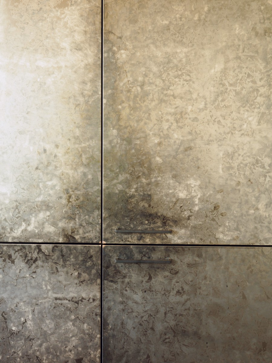 Kueche Exklusiv Design Fronten Holz Furnier Sonnenverbrannt Stahl Keramik Arbeitsplatte Miele 34