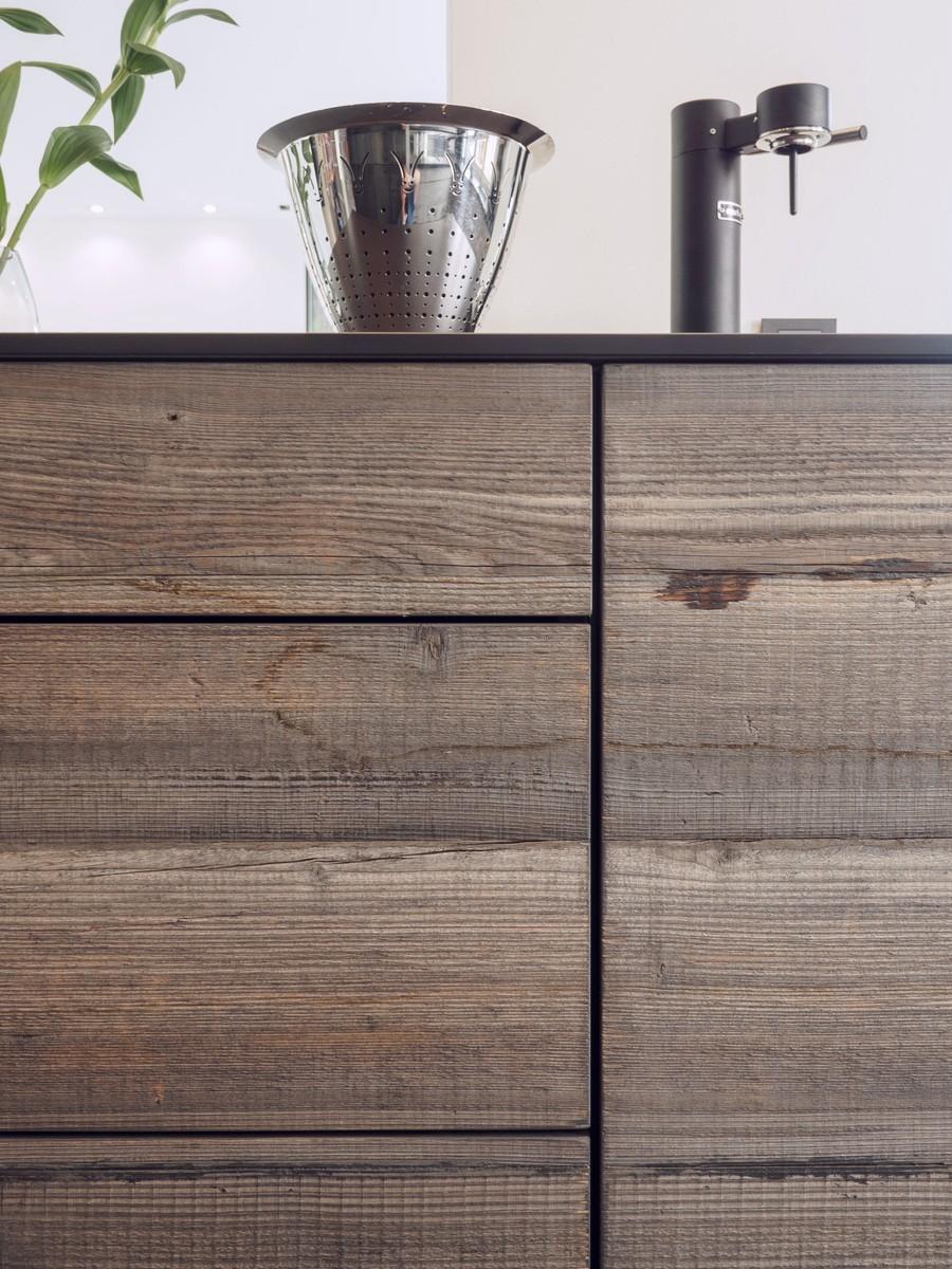 Kueche Exklusiv Design Fronten Holz Furnier Sonnenverbrannt Stahl Keramik Arbeitsplatte Miele 35