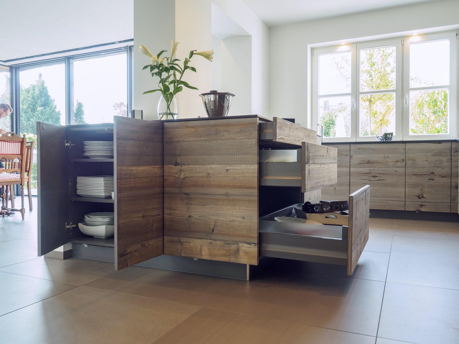 Kueche Exklusiv Design Fronten Holz Furnier Sonnenverbrannt Stahl Keramik Arbeitsplatte Miele 36