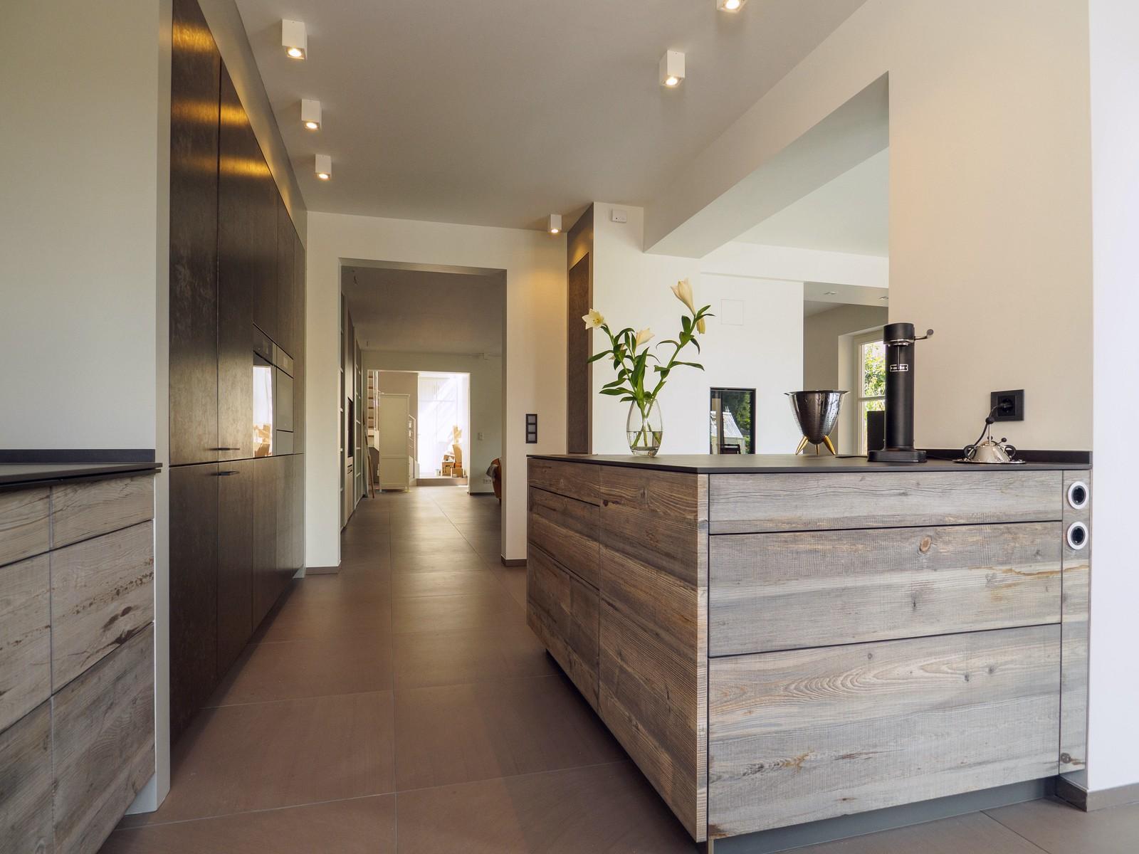 Kueche Exklusiv Design Fronten Holz Furnier Sonnenverbrannt Stahl Keramik Arbeitsplatte Miele 4