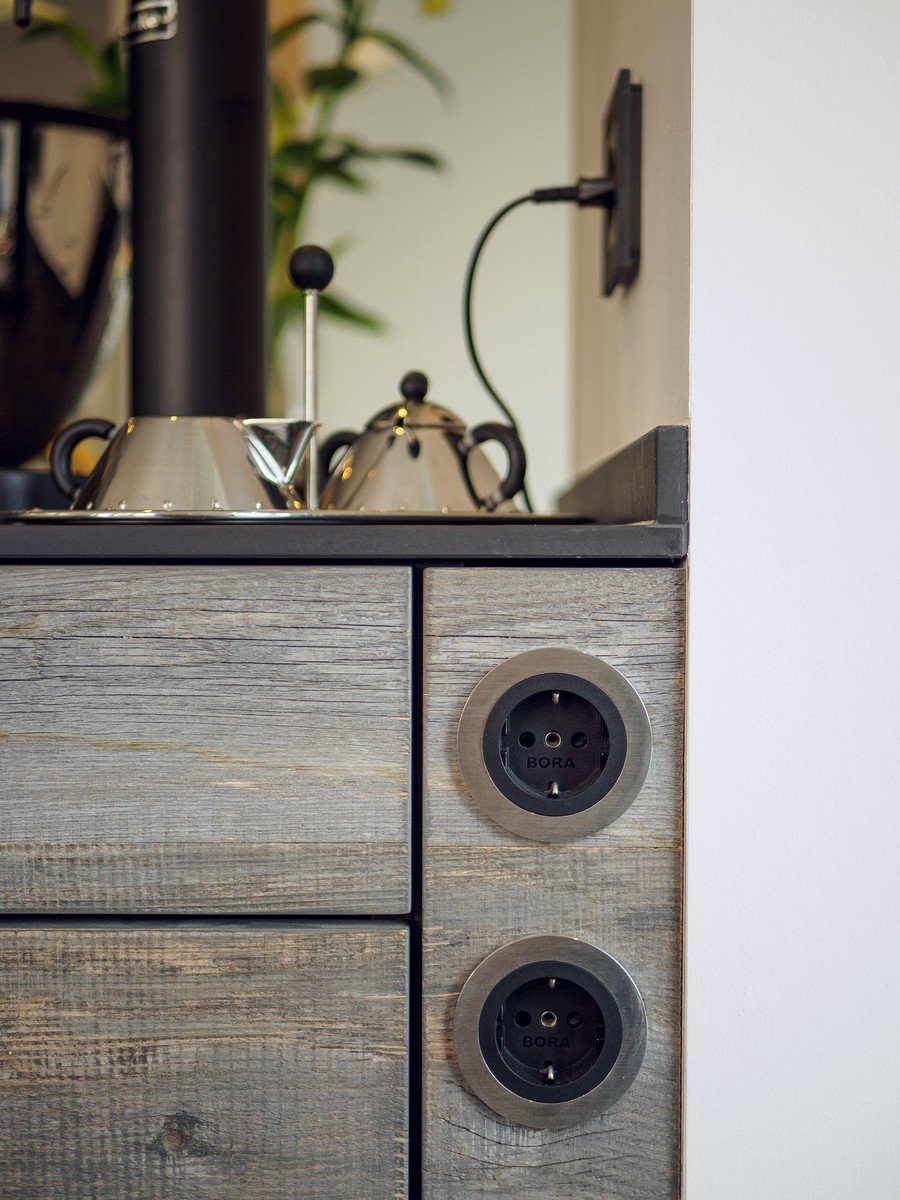 Kueche Exklusiv Design Fronten Holz Furnier Sonnenverbrannt Stahl Keramik Arbeitsplatte Miele 54