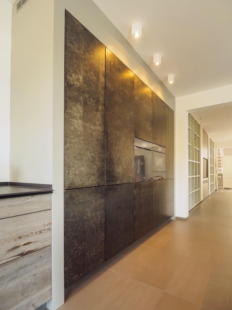 Kueche Exklusiv Design Fronten Holz Furnier Sonnenverbrannt Stahl Keramik Arbeitsplatte Miele 59