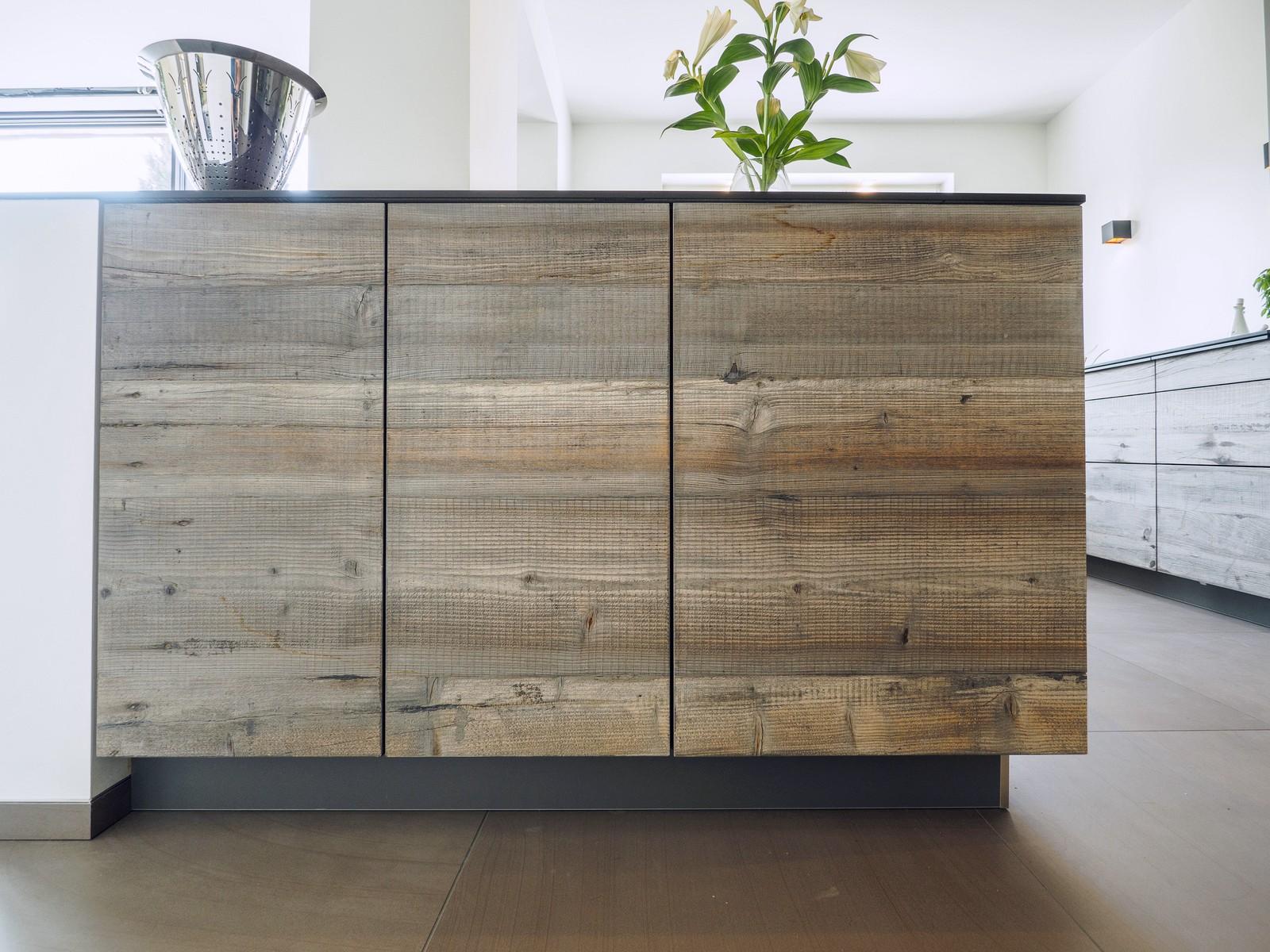 Kueche Exklusiv Design Fronten Holz Furnier Sonnenverbrannt Stahl Keramik Arbeitsplatte Miele 8