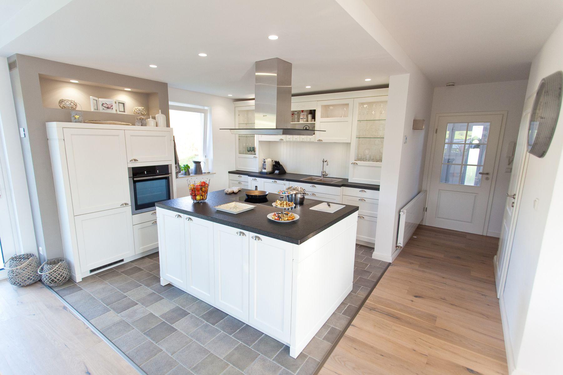 Kuche mit edelstahl arbeitsplatte for Küche mit edelstahl arbeitsplatte