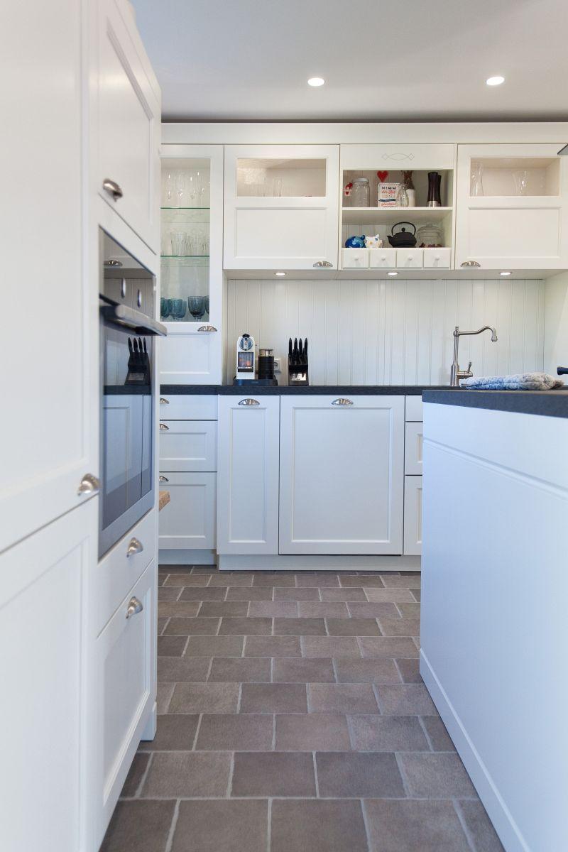 Kueche Landhaus Design Weiss Arbeitsplatte Schwarz Neff Rustikal Modern 100 Thumb