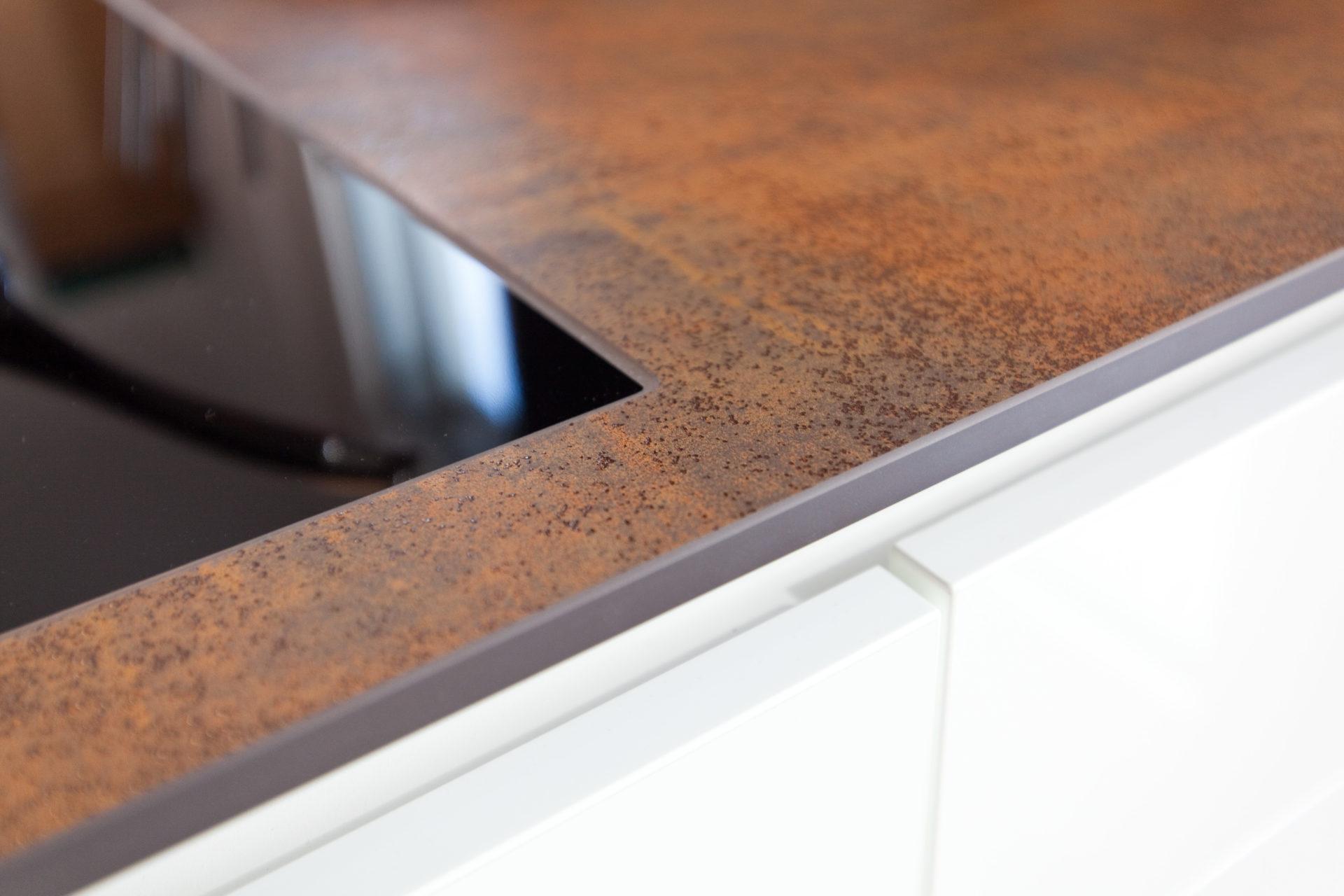 Kueche Overath Weiss Granit Modern Grifflos Bora Miele 056