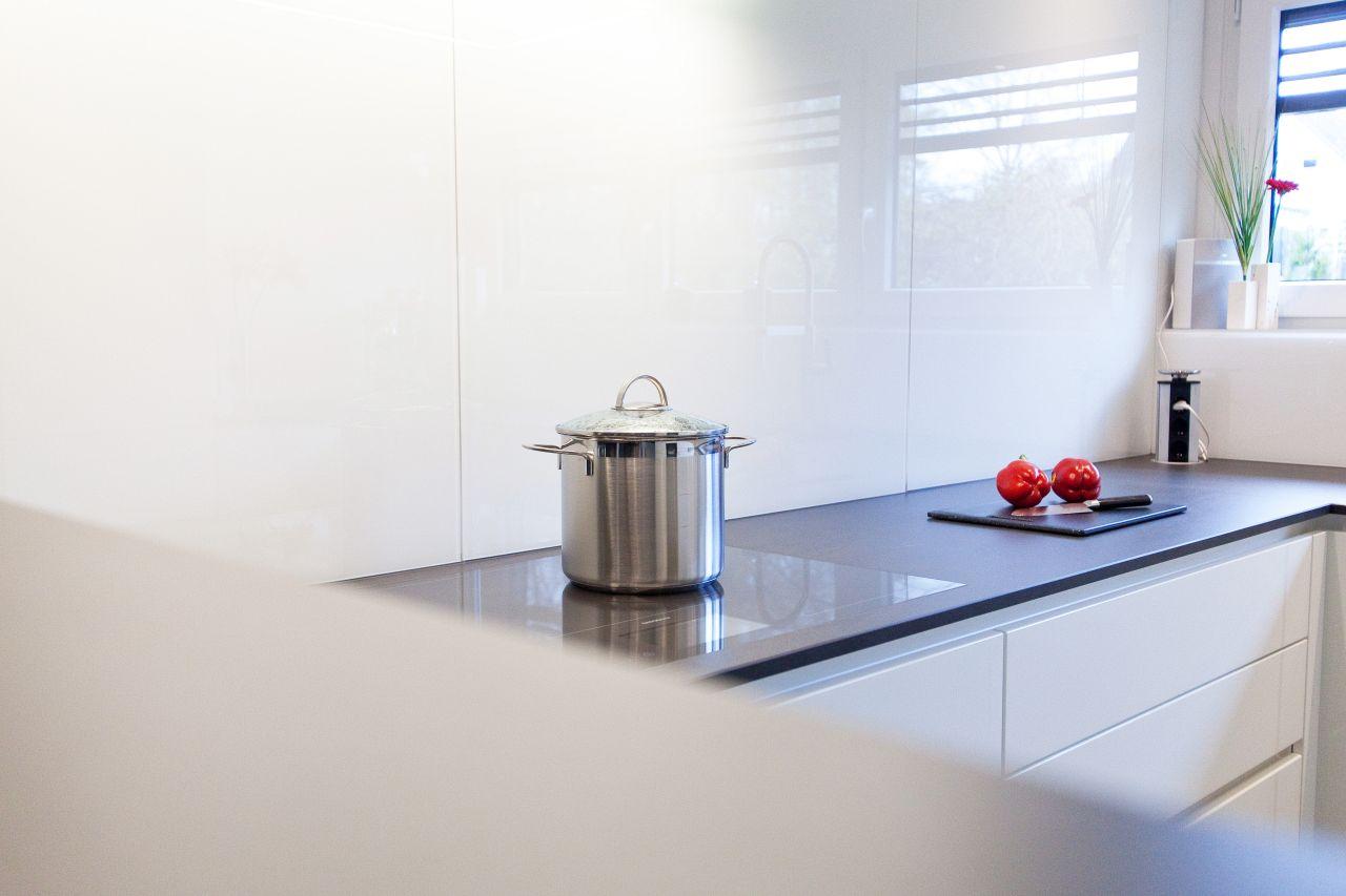 Küche grifflos weiß Hochglanz - Küchenhaus Thiemann Overath/Vilkerath