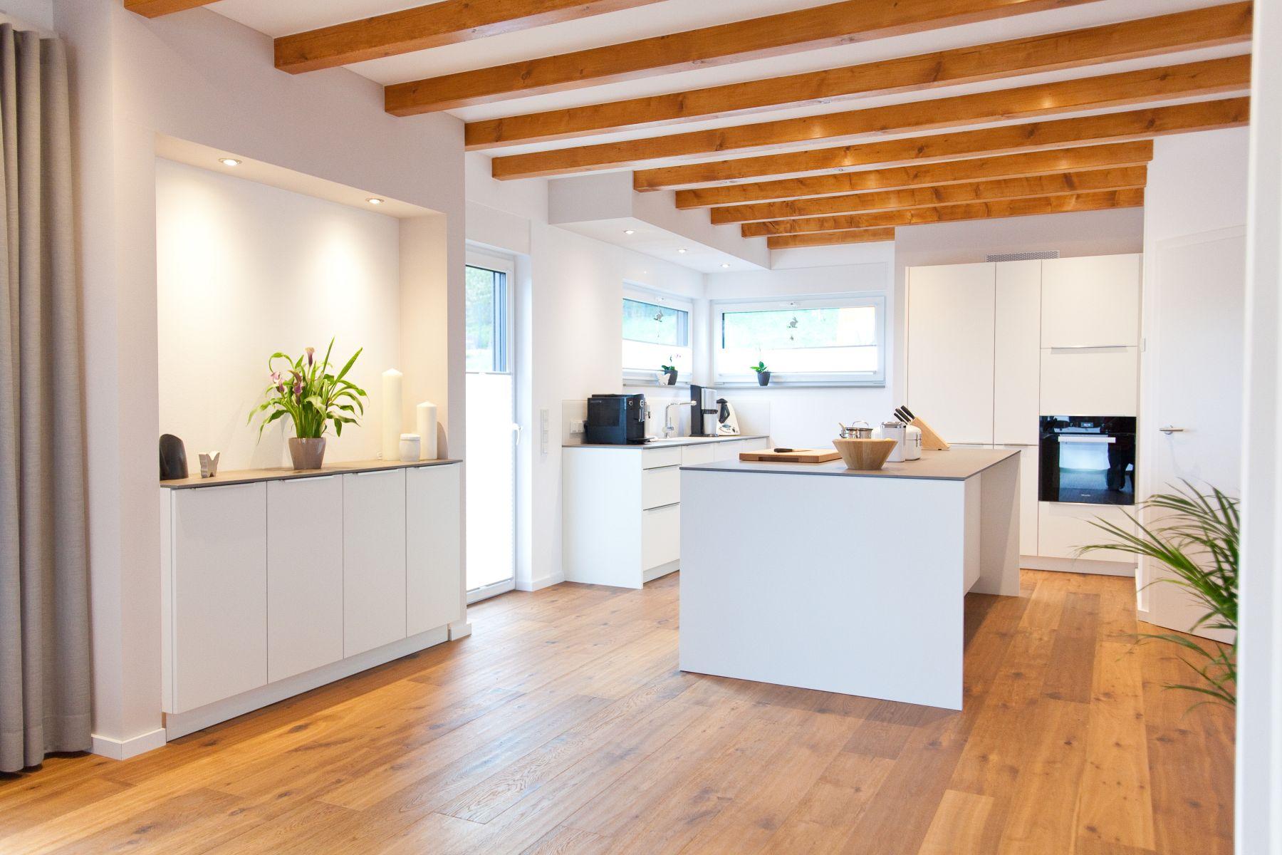 U-Form moderne grifflose Küche mit Keramik Arbeitsplatte ... | {Küche landhausstil modern u form 26}