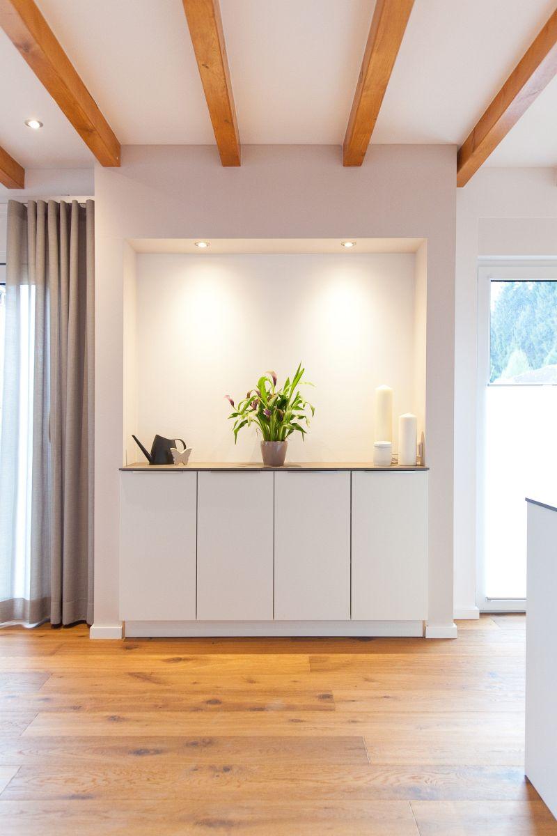 wei e k che modern in szene gesetzt im landhausstil mit. Black Bedroom Furniture Sets. Home Design Ideas