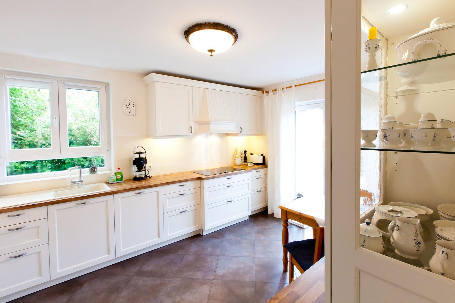 sch ne wandregal k che landhaus fotos erindzain. Black Bedroom Furniture Sets. Home Design Ideas