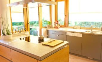 landhaus-kueche-klassik-granit-naturstein-holz_4