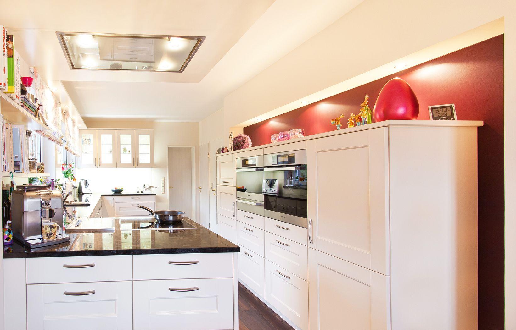 wohnliche landhausk che mit viel licht und stauraum. Black Bedroom Furniture Sets. Home Design Ideas