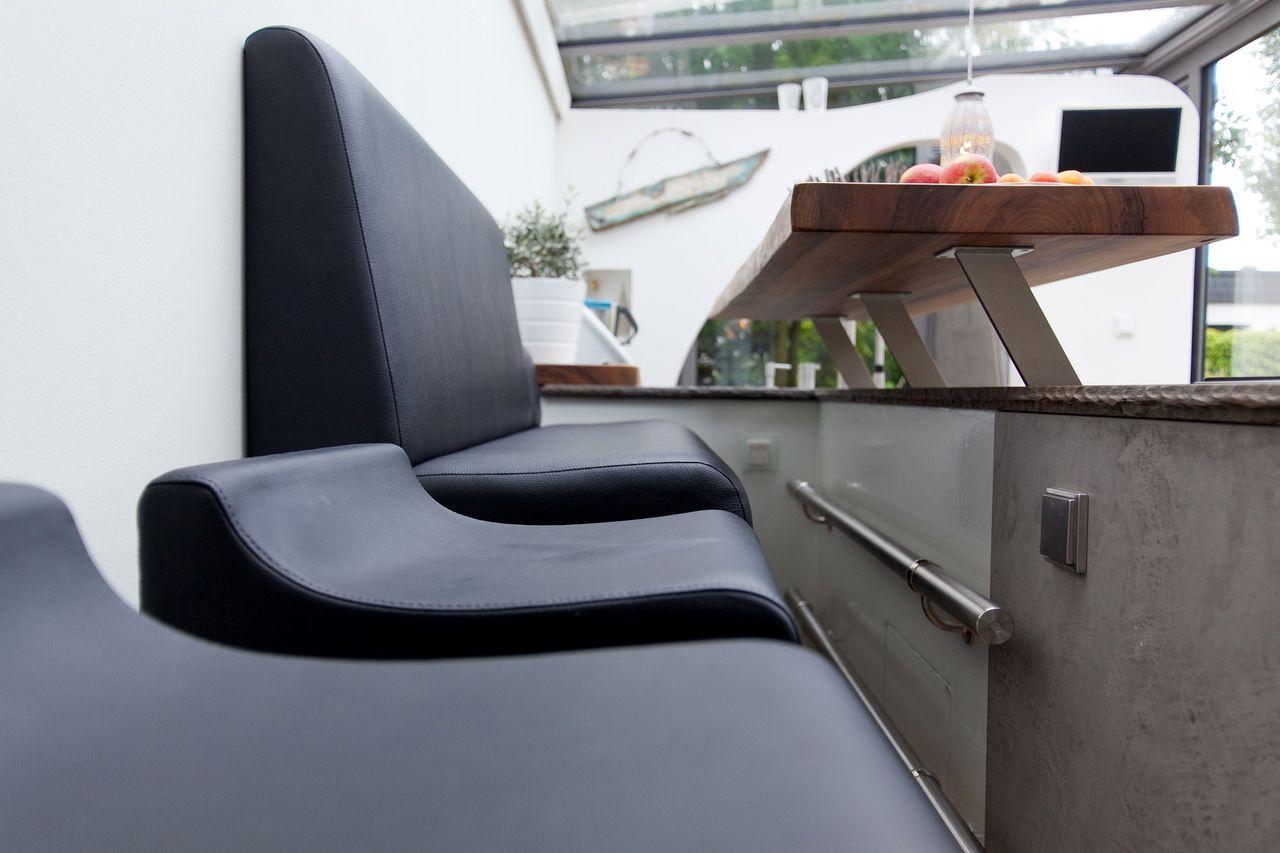 Leicht küche mit grauwacke arbeitsplatte und küchenfronten in ...