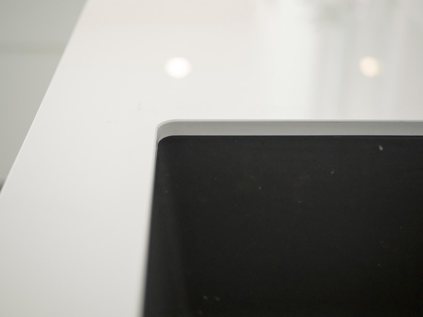 Leicht Kueche Arktisweiss Hochglanz Eiche Furnier Integriertem Griffprofil Dekton Keramik Eiche Massiv Kombination 3