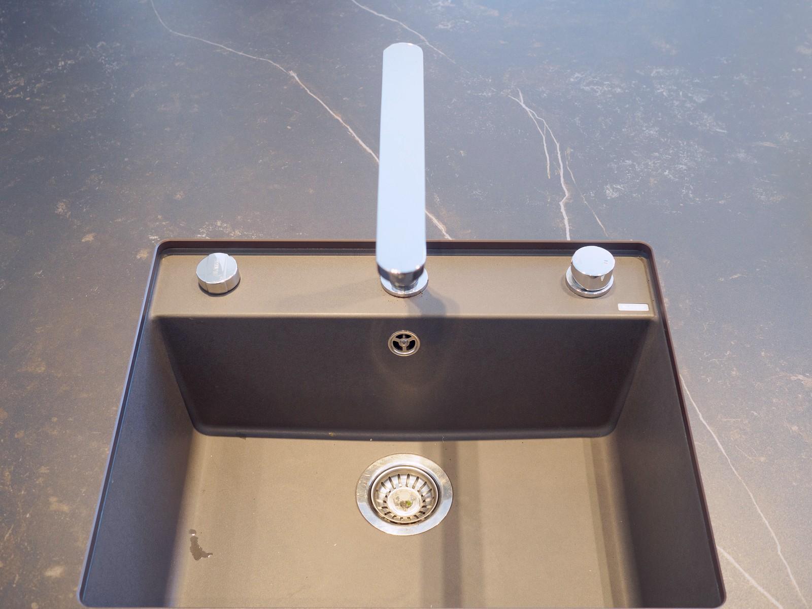 Leicht Kueche Grifflos Weiss Beton Fronten Arbeitsplatte Keramik Miele Elektro Kochmuldenluefter 10