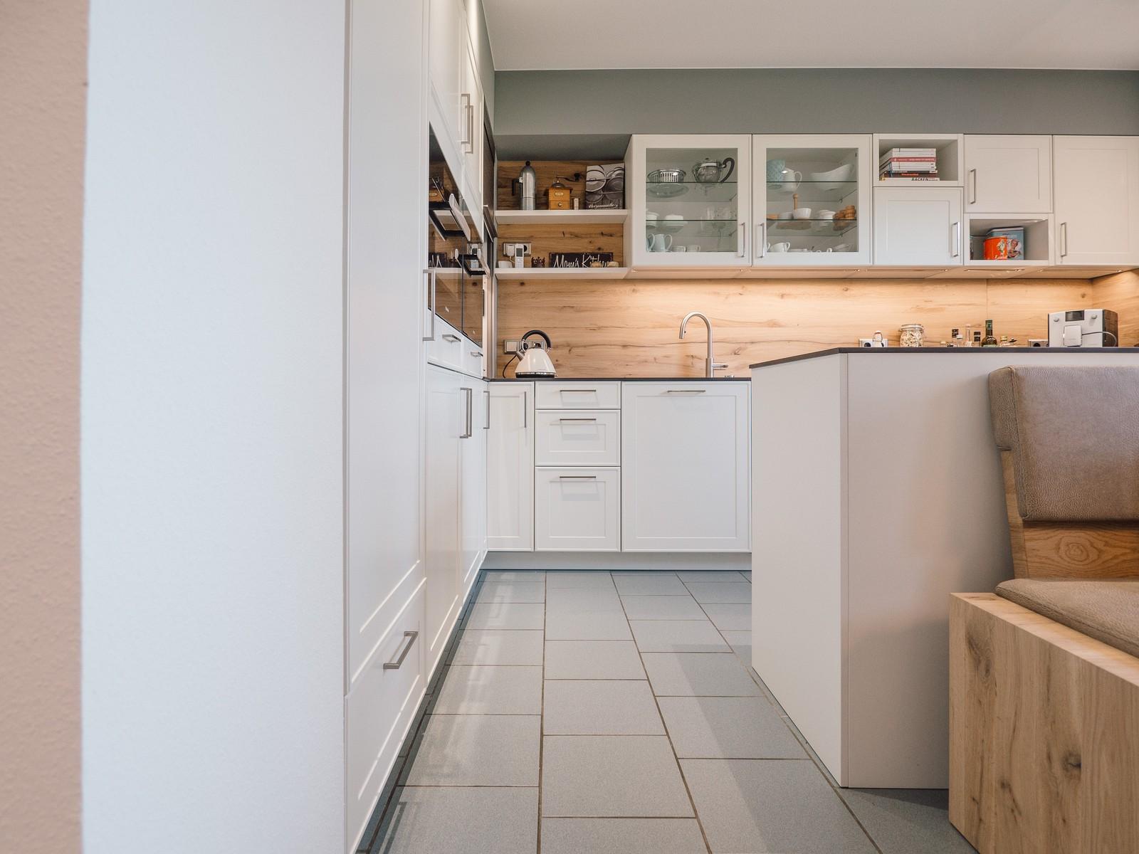 Leicht Kueche Keramik Arbeitsplatte Miele Eiche Altholz Tisch Sitzbank Tischlerei Kuechenhaus Kuechenstudio 1
