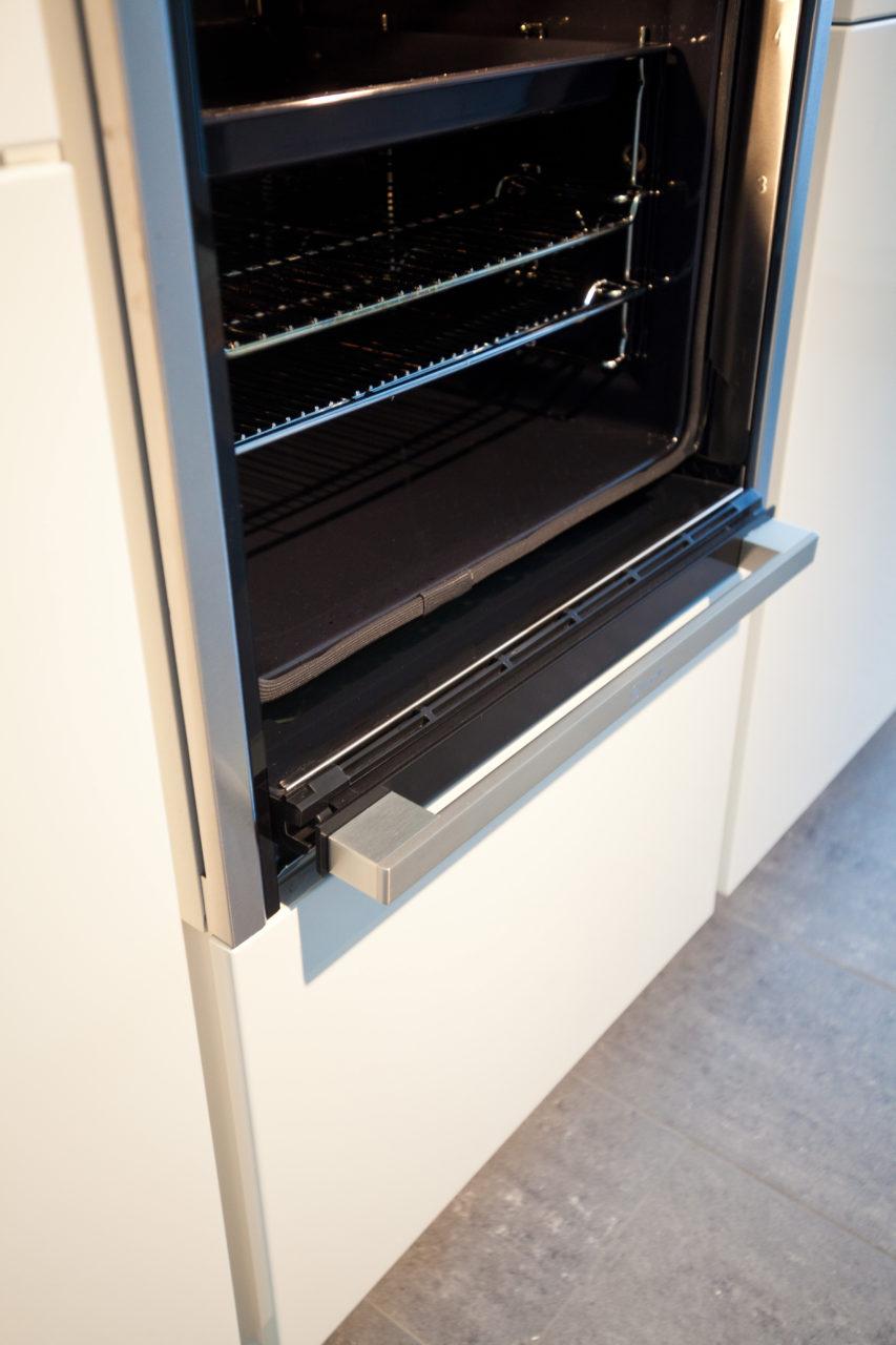 Moderne Hochglanz Kuche In Weiss Mit Kucheninsel Bora Kochfeld Und