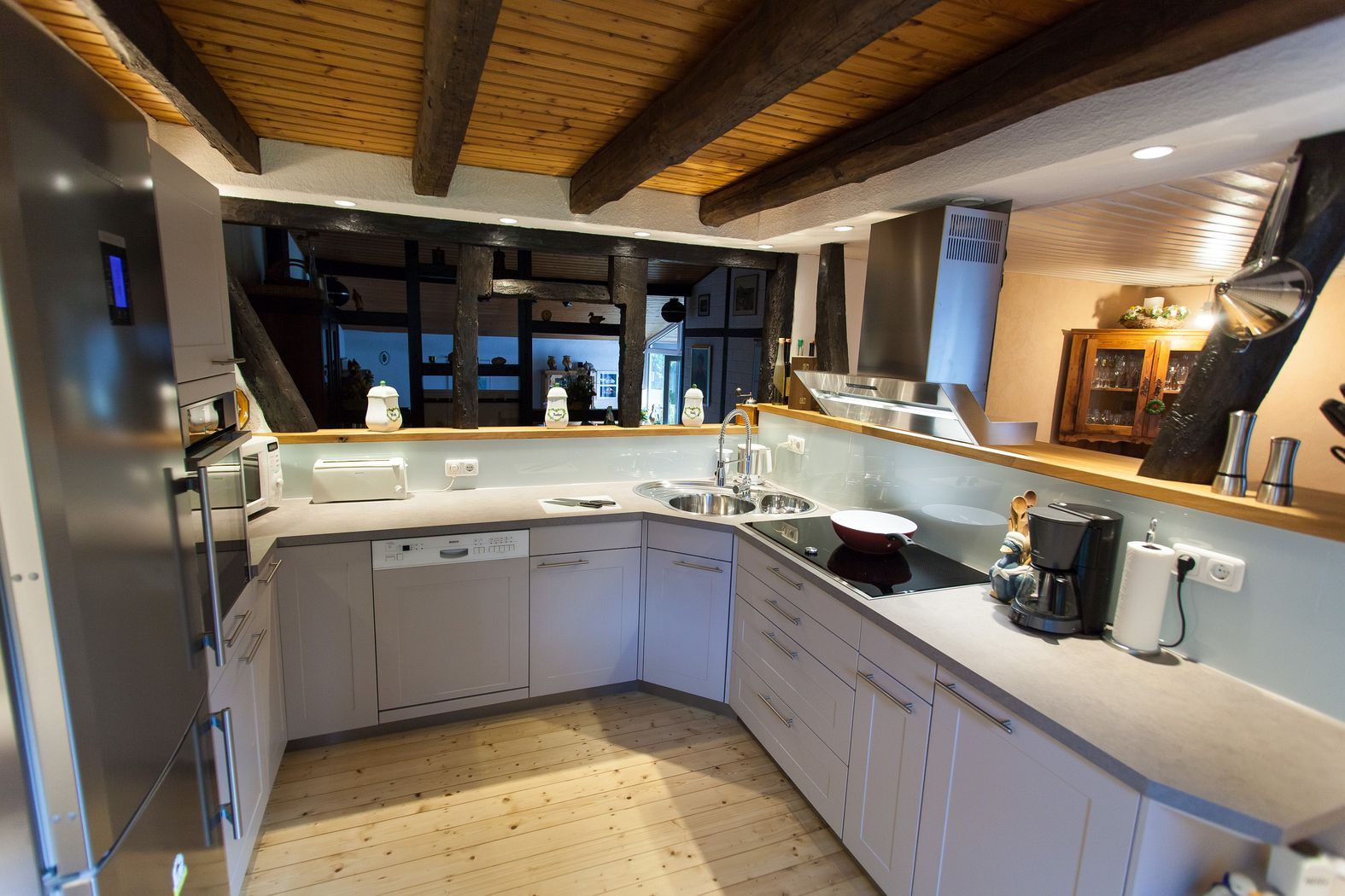 Moderne k che im 150 jahre alten fachwerk haus for Modernes haus landhausstil