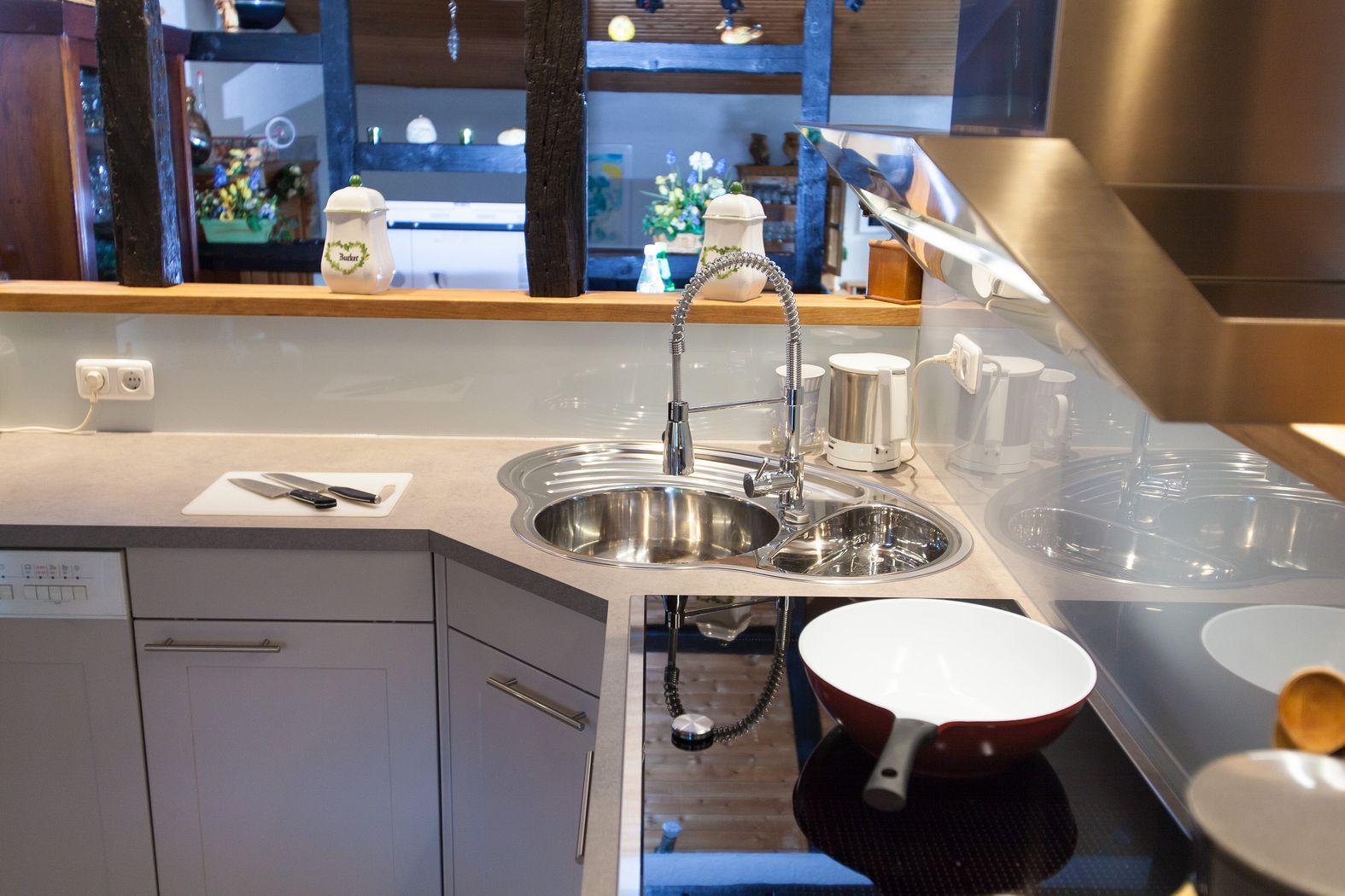 moderne k che im 150 jahre alten fachwerk haus k chenhaus thiemann overath vilkerath. Black Bedroom Furniture Sets. Home Design Ideas