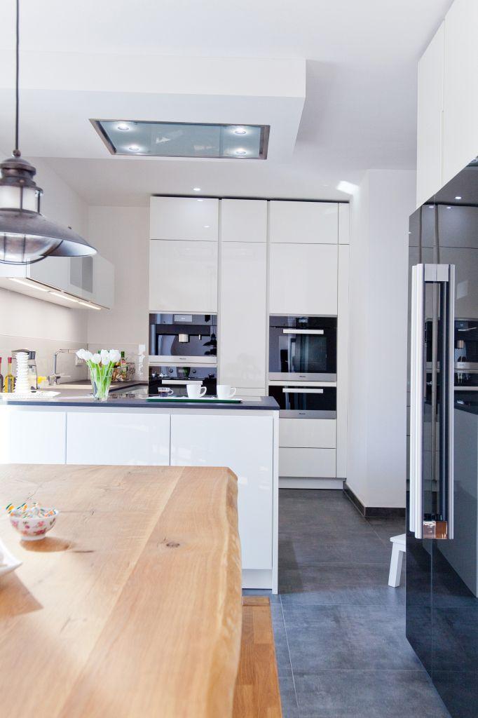 hochglanz wei e design k che grifflos mit gro er k hl. Black Bedroom Furniture Sets. Home Design Ideas