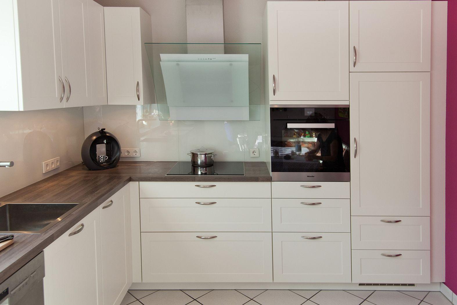 Moderne Klassikküche mit Holzarbeitsplatte - Küchenhaus Thiemann ...