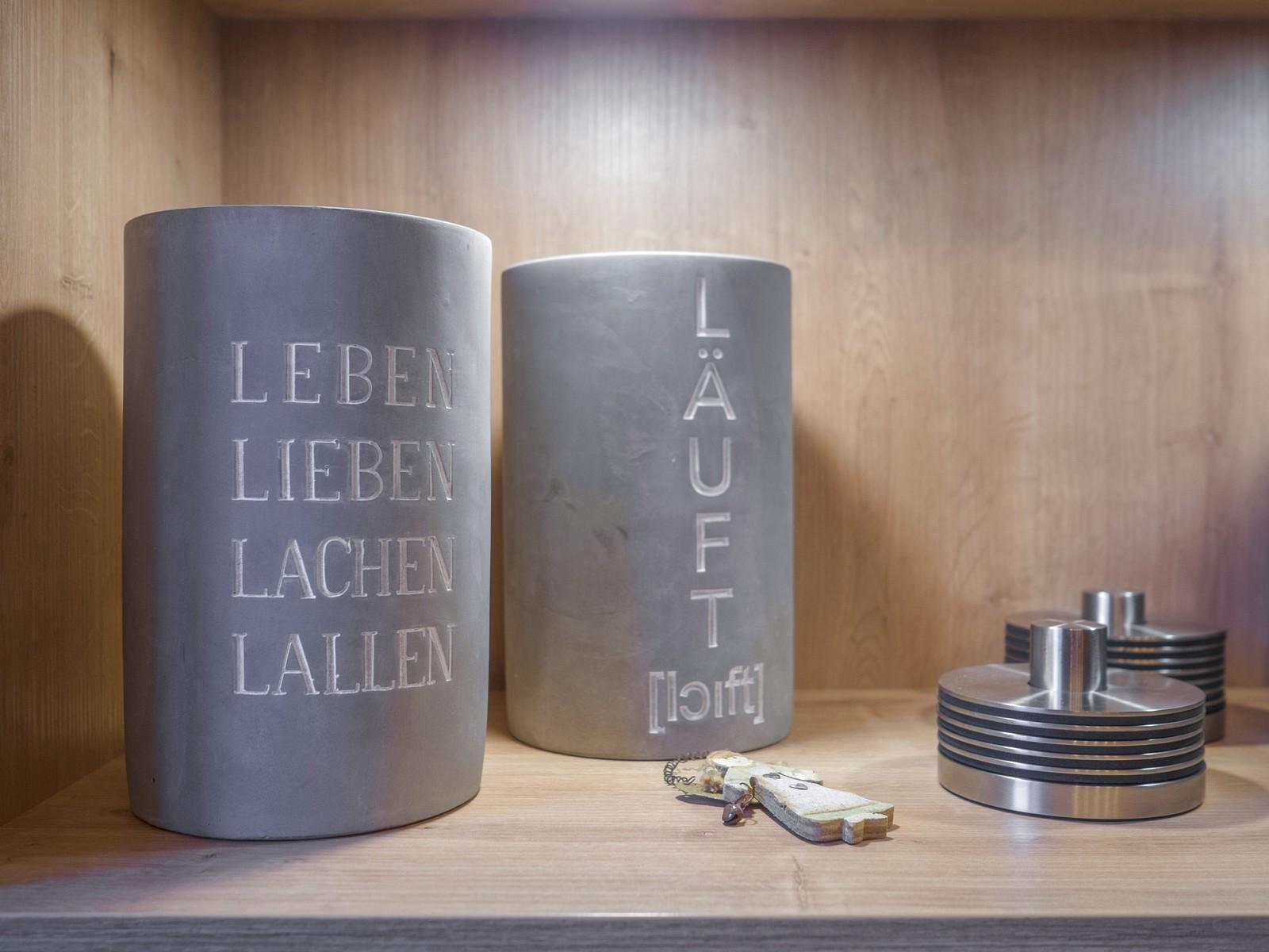 Offene U Form Leicht Kueche Carbongrau Holz Eiche Dekton Keramikspuele Miele Muldenkochfeld 2