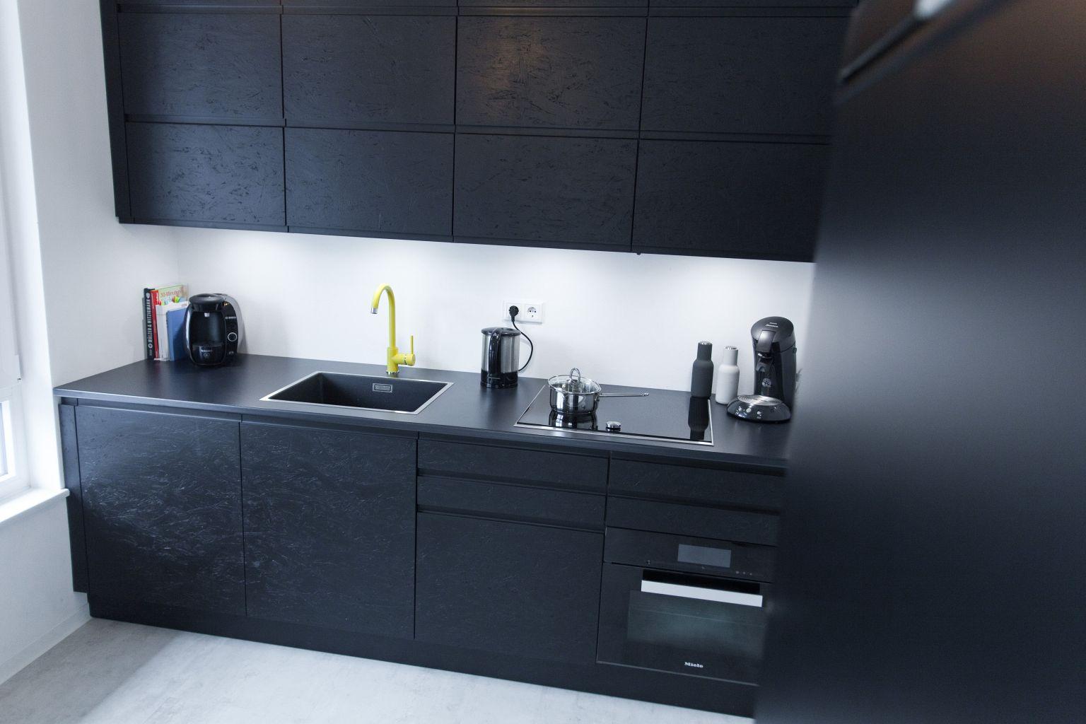 schwarz, das neue weiß – exklusive schwarz matt küche mit osb, Wohnzimmer design
